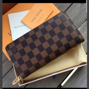 Wallet checkered